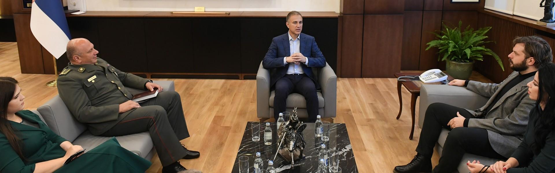 министар-стефановић-уручио-захвалнице-за-успех-на-такмичењу-армија-културе