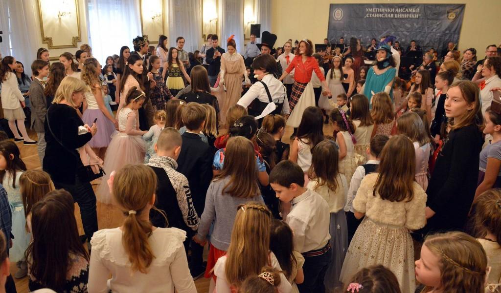 """Специјална захвалница Малог позоришта Ансамблу """"Бинички"""""""