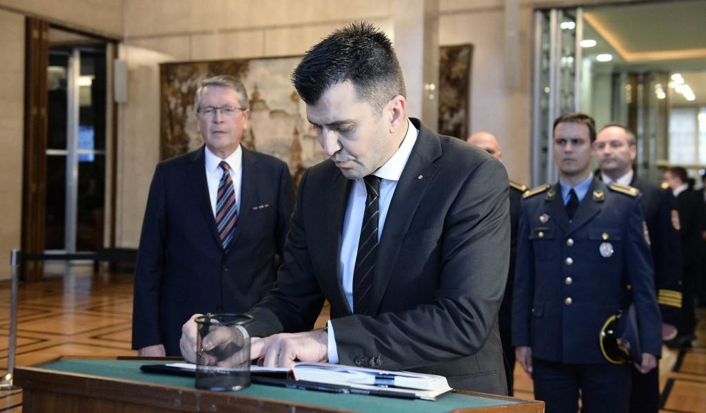 Djordjevic signs book of condolences at Russian Embassy