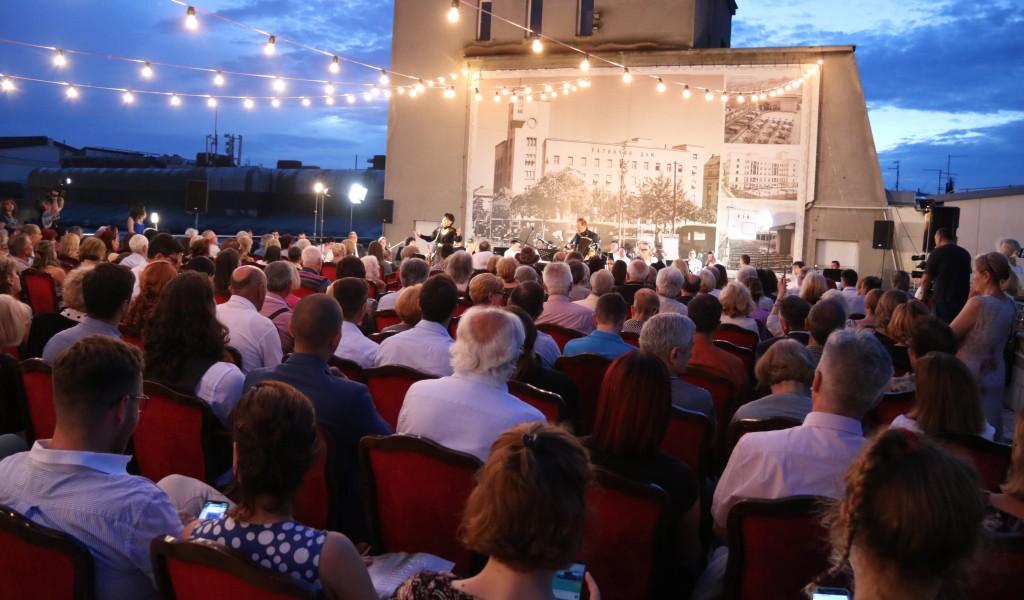 Koncert Veče sa Dankom održan na terasi Doma Vojske Srbije