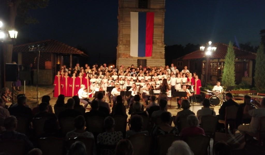 Ansambl Binički i Mešoviti hor MO i VS na Vidovdanskim svečanostima u Kruševcu