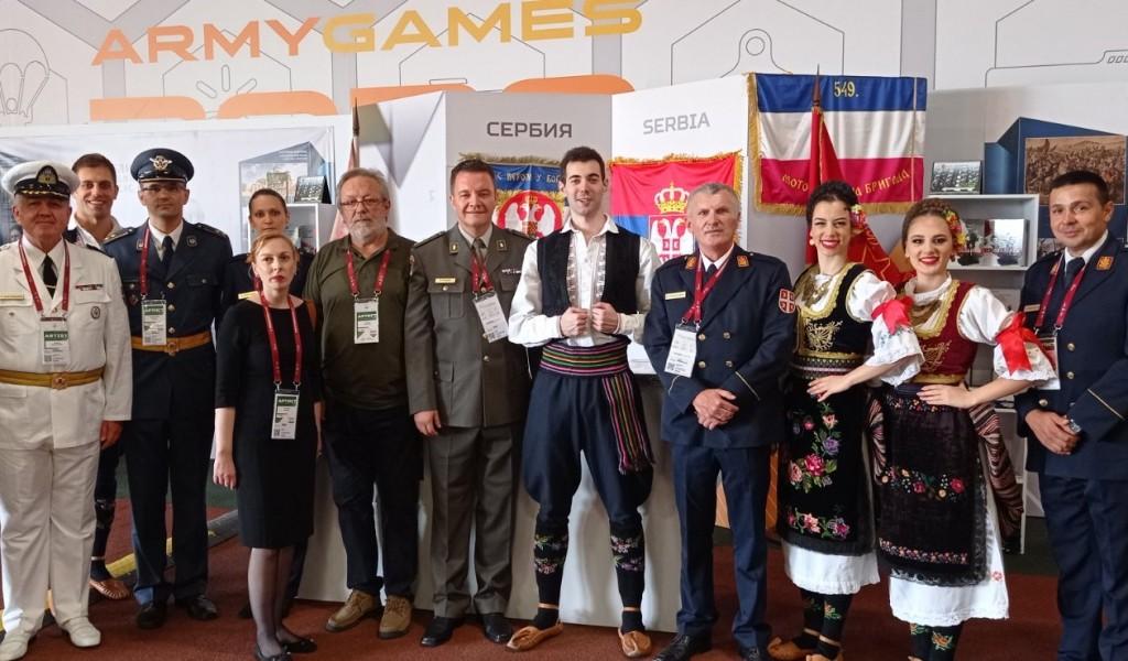 Pripadnici Ansambla na Festivalu nacionalne kulture u Moskvi