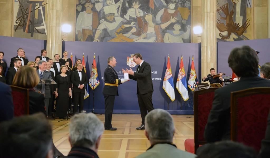 Predsednik Aleksandar Vučić odlikovao UA MO Stanislav Binički