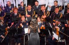 "Ансамбл ""Бинички"" и Хор МО и ВС на концерту у Бијељини"