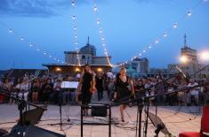 """Koncert """"Veče sa Dankom"""" održan na terasi Doma Vojske Srbije"""
