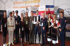 Припадници Ансамбла на Фестивалу националне културе у Москви